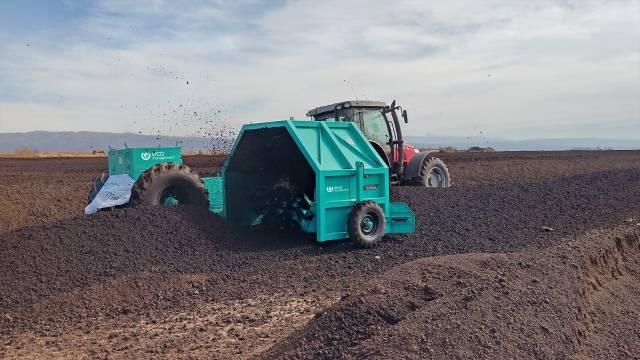"""Compost Turner: una tecnología de compostaje que permite solucionar de la manera más eficiente el manejo """"a campo"""" de los residuos orgánicos."""