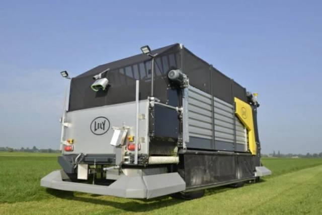 Diseñan carro forrajero robot, que corta el pasto, lo carga y distribuye